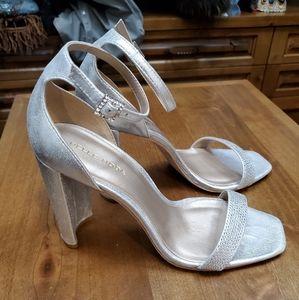 Pelle Moda Silver heels with rhinestone. Size 9